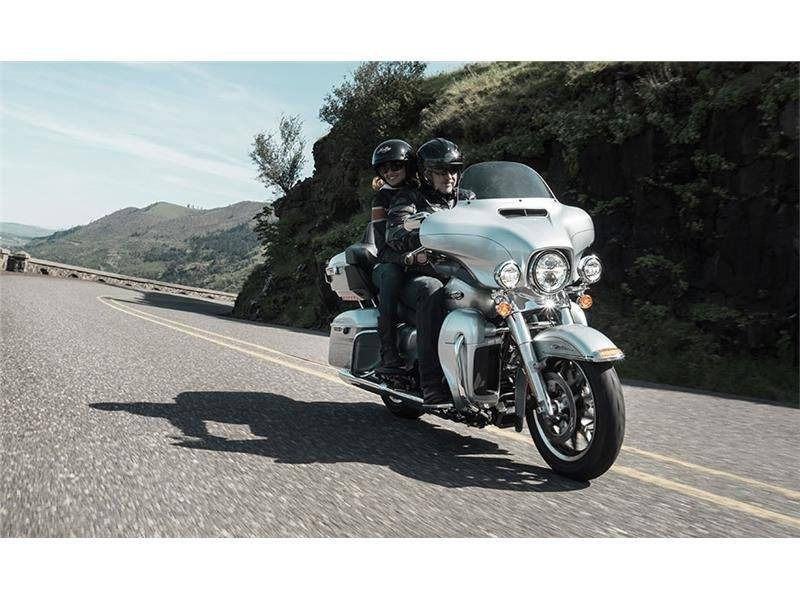 2015 Harley-Davidson Electra Glide® Ultra Classic® Low in Saint Clairsville, Ohio