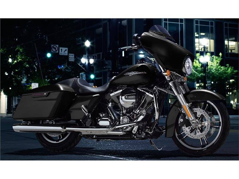 2015 Harley-Davidson Street Glide® in Tyrone, Pennsylvania - Photo 2
