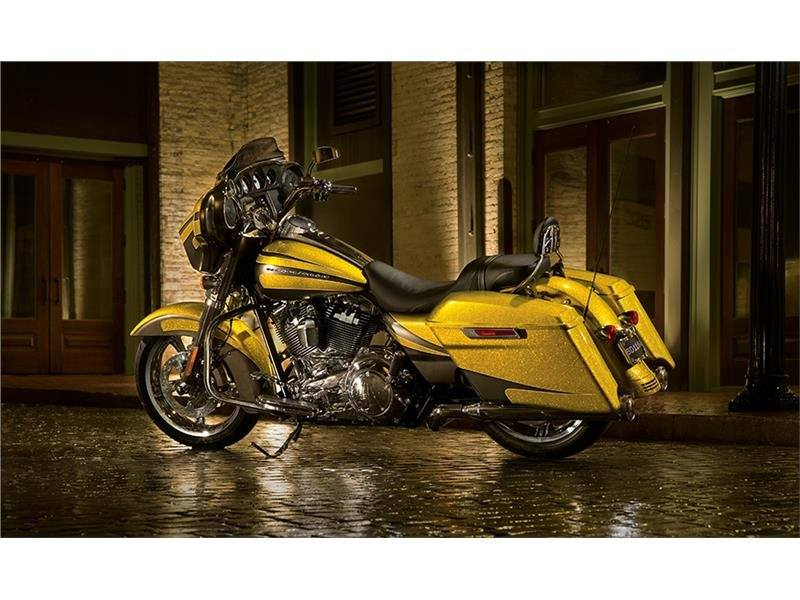 2015 Harley-Davidson Street Glide® in Tyrone, Pennsylvania - Photo 5