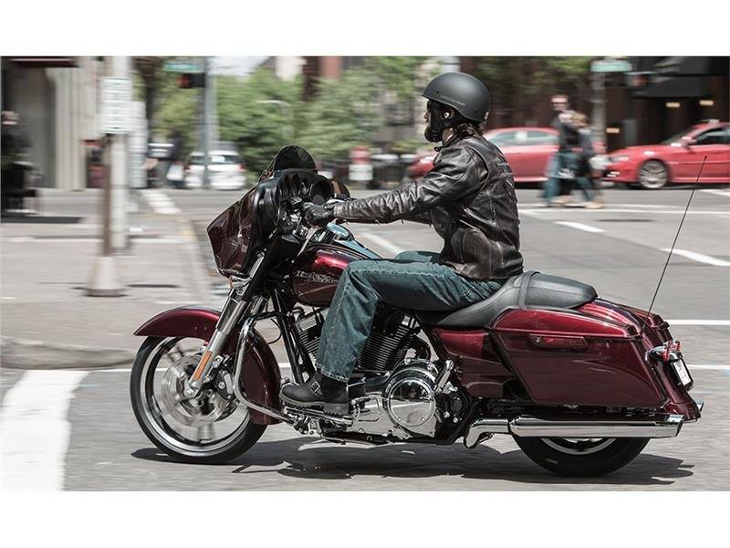 2015 Harley-Davidson Street Glide® in Athens, Ohio - Photo 19