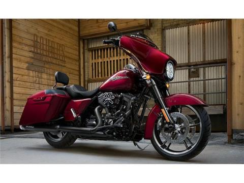 2015 Harley-Davidson Street Glide® in Racine, Wisconsin - Photo 4