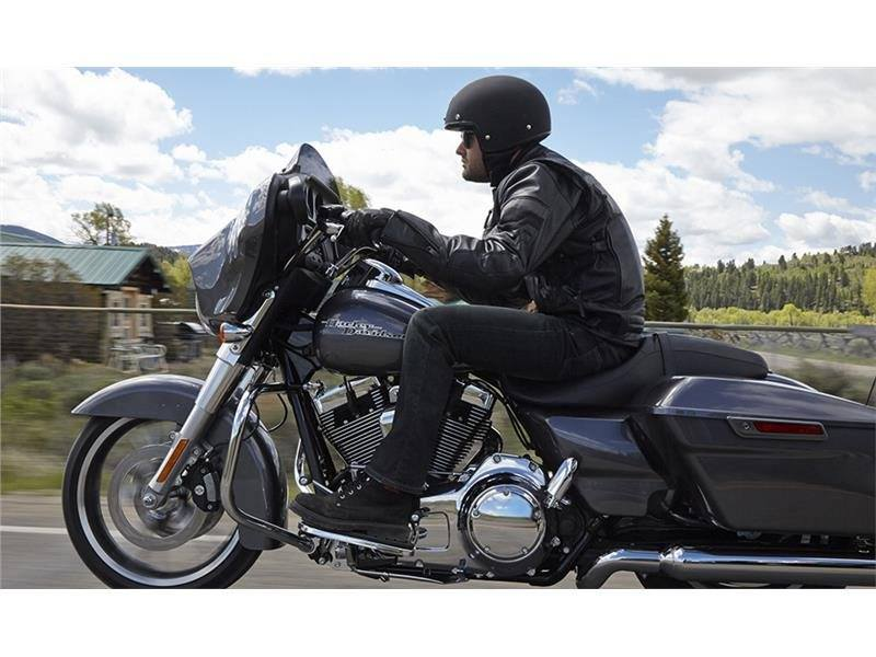 2015 Harley-Davidson Street Glide® in Racine, Wisconsin - Photo 8