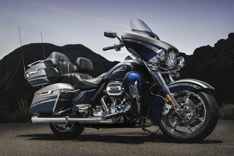 2016 Harley-Davidson CVO™ Limited in Pasadena, Texas - Photo 9