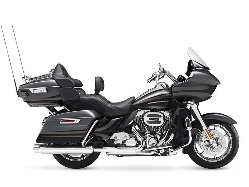 2016 Harley-Davidson CVO™ Road Glide™ Ultra in Mentor, Ohio
