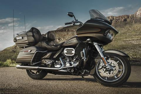 2016 Harley-Davidson CVO™ Road Glide™ Ultra in Sunbury, Ohio