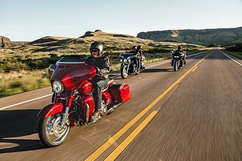 2016 Harley-Davidson CVO™ Road Glide™ Ultra in Rothschild, Wisconsin