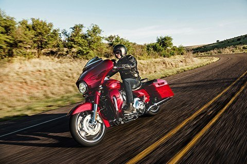 2016 Harley-Davidson CVO™ Street Glide® in Monroe, Michigan - Photo 12