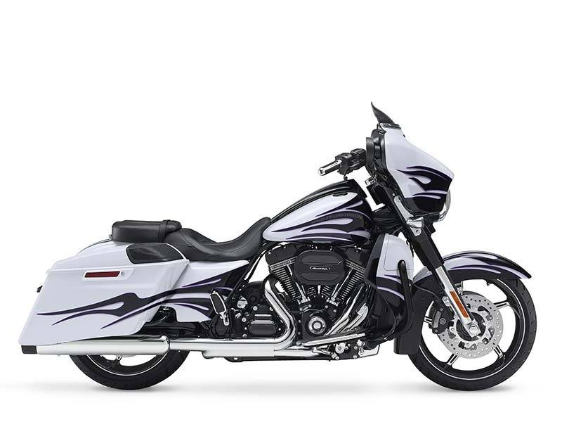 2016 Harley-Davidson CVO™ Street Glide® in Massapequa, New York - Photo 19