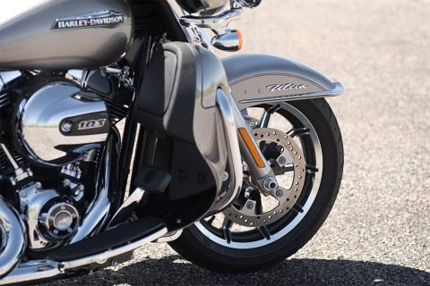 2016 Harley-Davidson Electra Glide® Ultra Classic® Low in Dimondale, Michigan