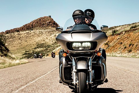 2016 Harley-Davidson Road Glide® Ultra in Knoxville, Tennessee - Photo 2