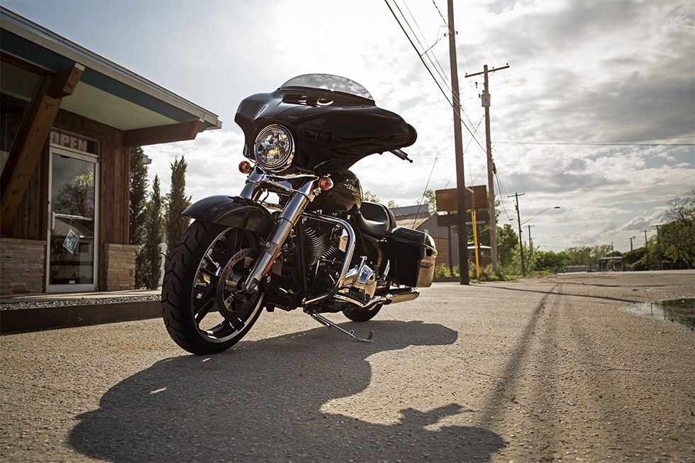 2016 Harley-Davidson Street Glide® in Monroe, Michigan - Photo 8