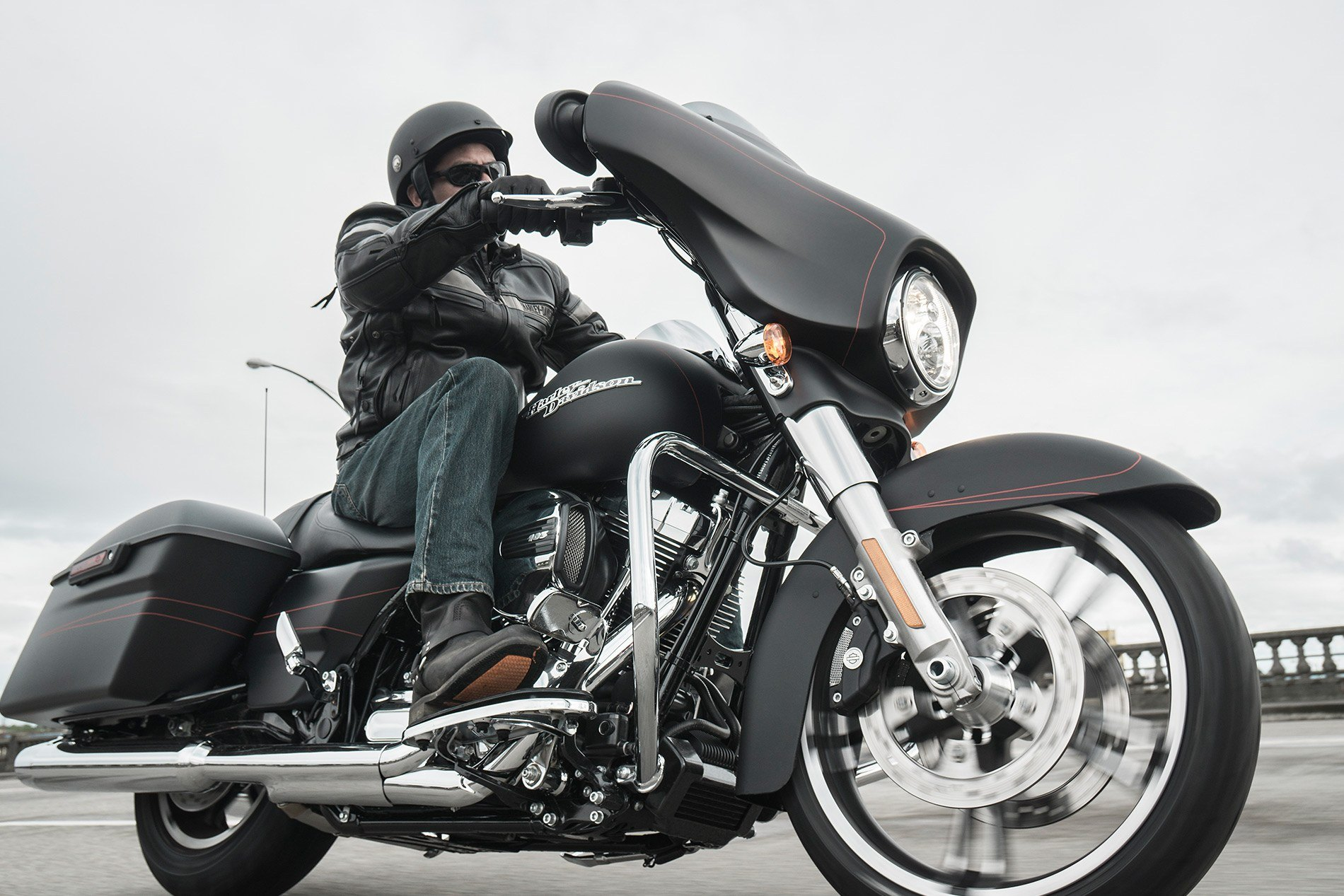 2016 Harley-Davidson Street Glide® Special in Bakersfield, California - Photo 13