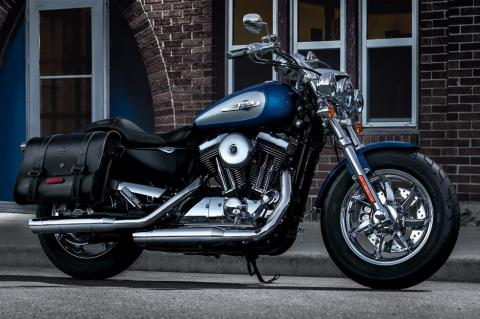 2017 Harley-Davidson 1200 Custom in Branford, Connecticut