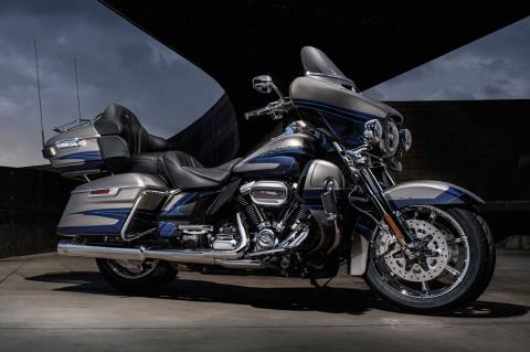 2017 Harley-Davidson CVO™ Limited® in Davenport, Iowa