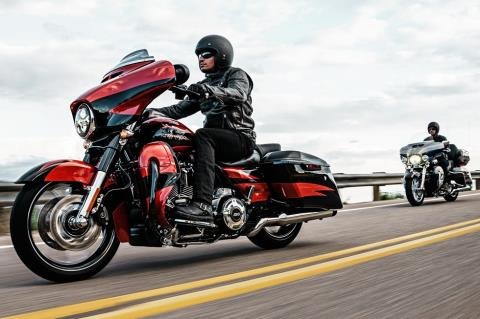 2017 Harley-Davidson CVO™ Limited® in Pittsfield, Massachusetts