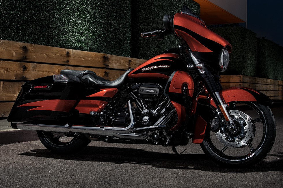 2017 Harley-Davidson CVO™ Street Glide® in Montclair, California