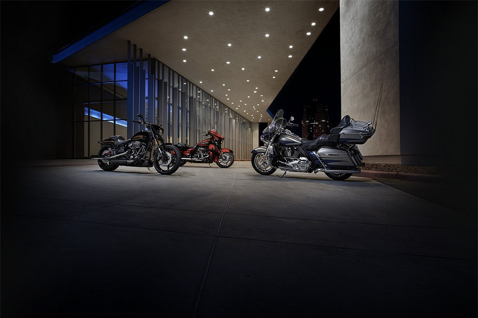 2017 Harley-Davidson CVO™ Street Glide® in Johnstown, Pennsylvania