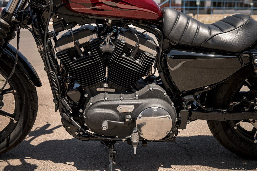 2017 Harley-Davidson Iron 883™ in Monroe, Michigan - Photo 11