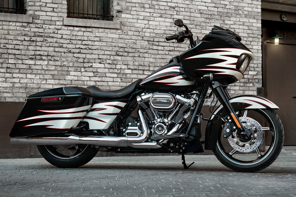 2017 Harley-Davidson Road Glide® in Erie, Pennsylvania