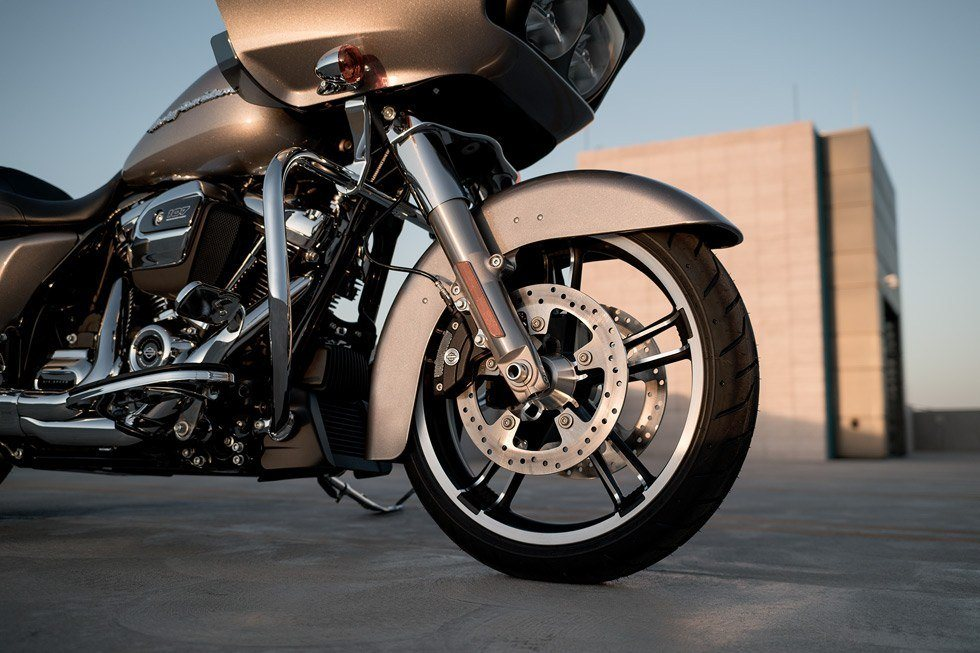 2017 Harley-Davidson Road Glide® in Mentor, Ohio - Photo 9