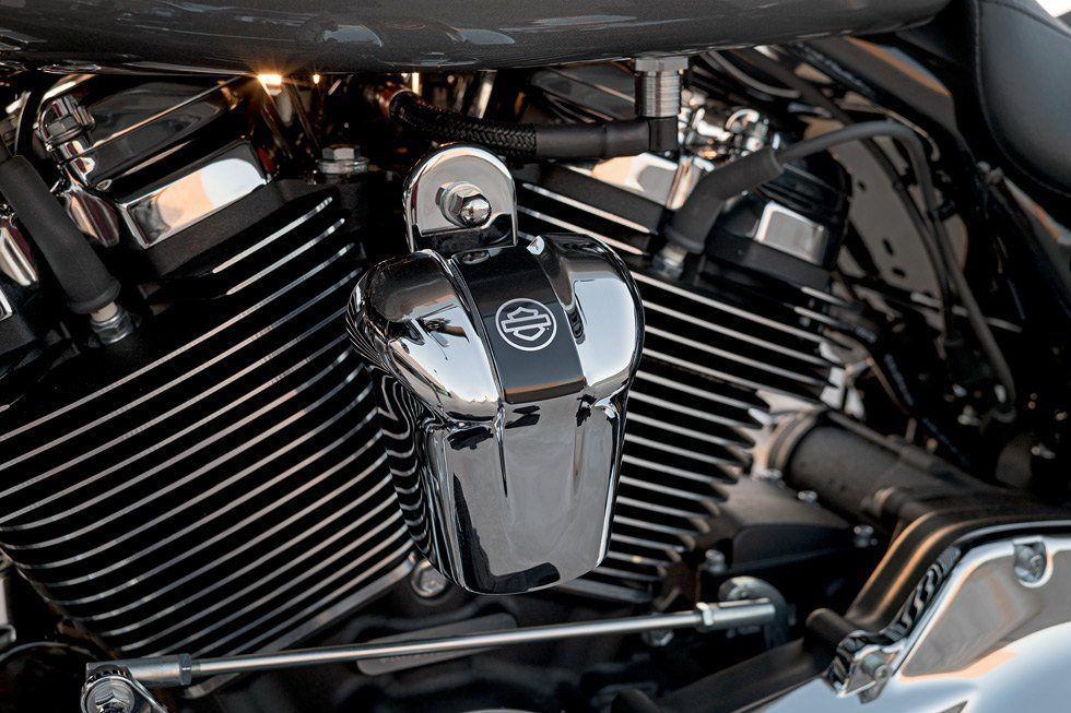 2017 Harley-Davidson Road Glide® in Mentor, Ohio - Photo 14