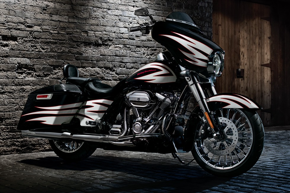 2017 Harley-Davidson Street Glide® in Broadalbin, New York
