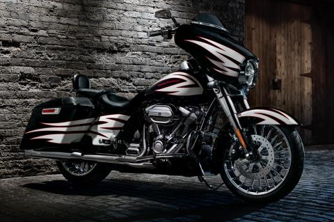 2017 Harley-Davidson Street Glide® in Waterford, Michigan