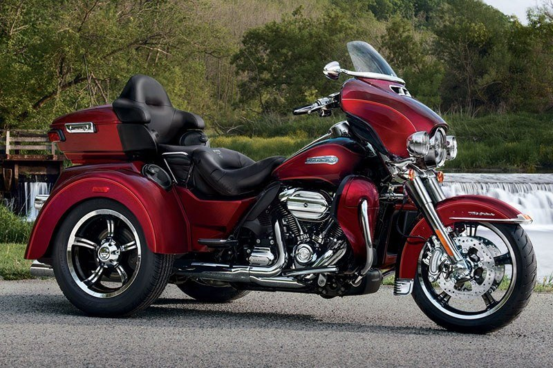 2017 Harley-Davidson Tri Glide® Ultra in Bay City, Michigan - Photo 2