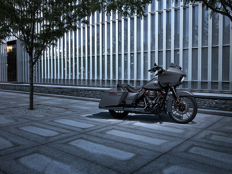 2018 Harley-Davidson CVO™ Road Glide® in Carroll, Iowa - Photo 4