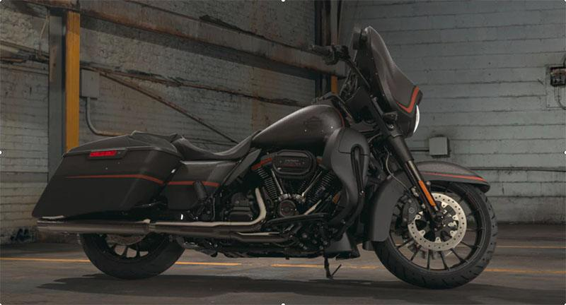 2018 Harley-Davidson CVO™ Street Glide® in Conroe, Texas - Photo 2