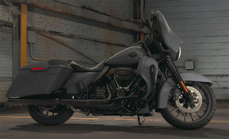 2018 Harley-Davidson CVO™ Street Glide® in Augusta, Maine - Photo 2