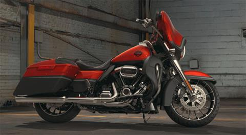 2018 Harley-Davidson CVO™ Street Glide® in Carroll, Iowa - Photo 3