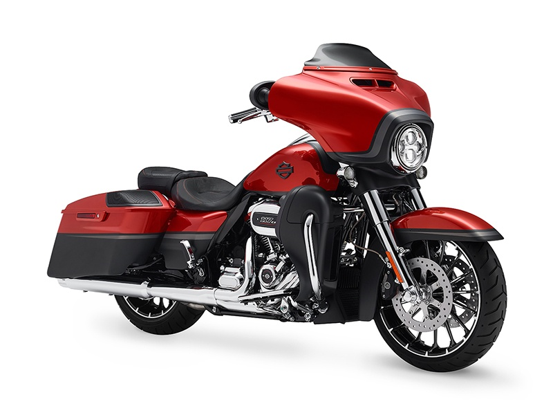 2018 Harley-Davidson CVO™ Street Glide® in Richmond, Indiana - Photo 2