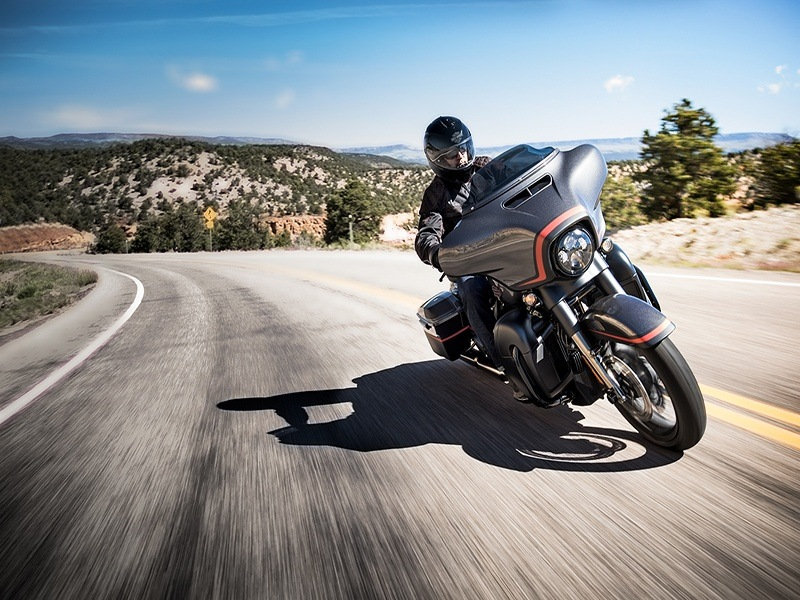 2018 Harley-Davidson CVO™ Street Glide® in Augusta, Maine - Photo 8