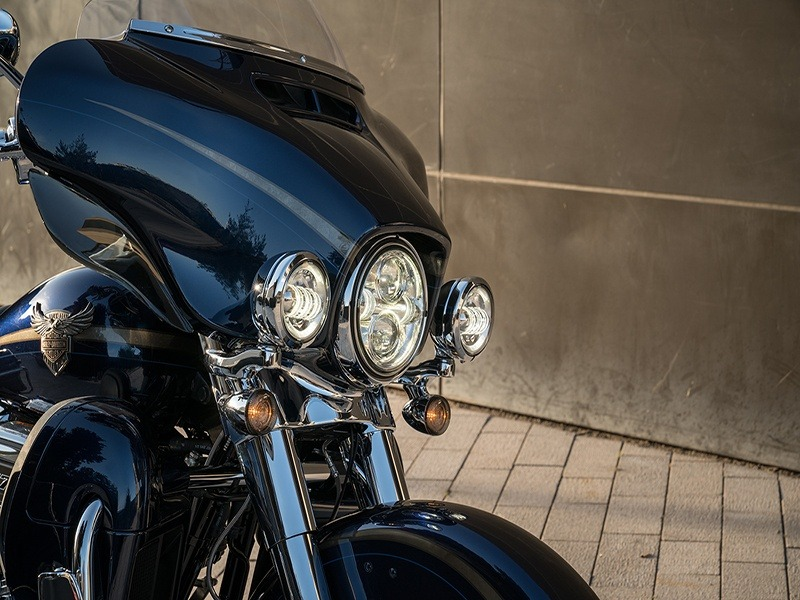 2018 Harley-Davidson 115th Anniversary CVO™ Limited in Augusta, Maine - Photo 4