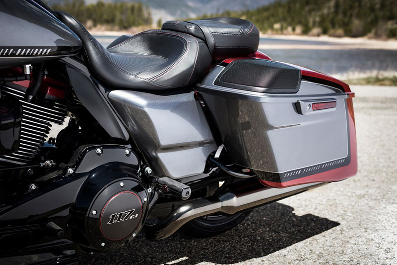 2019 Harley-Davidson CVO™ Road Glide® in Chippewa Falls, Wisconsin - Photo 8