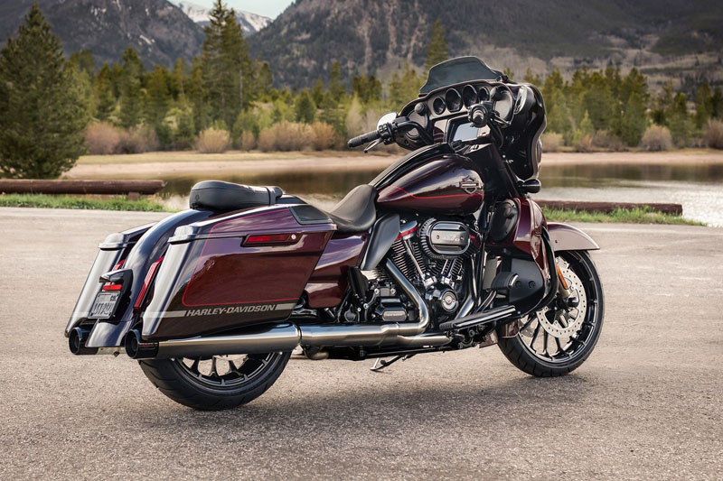 2019 Harley-Davidson CVO™ Street Glide® in Fairbanks, Alaska - Photo 3