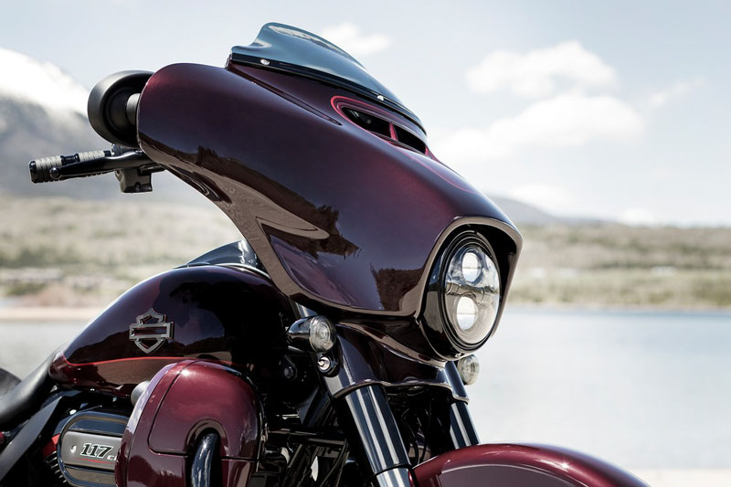 2019 Harley-Davidson CVO™ Street Glide® in Dubuque, Iowa - Photo 4