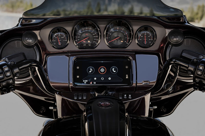 2019 Harley-Davidson CVO™ Street Glide® in Fairbanks, Alaska - Photo 5