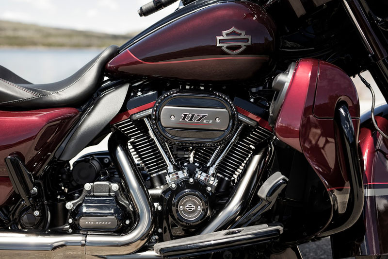 2019 Harley-Davidson CVO™ Street Glide® in Ames, Iowa - Photo 6