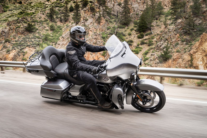 2019 Harley-Davidson CVO™ Limited in Augusta, Maine - Photo 2
