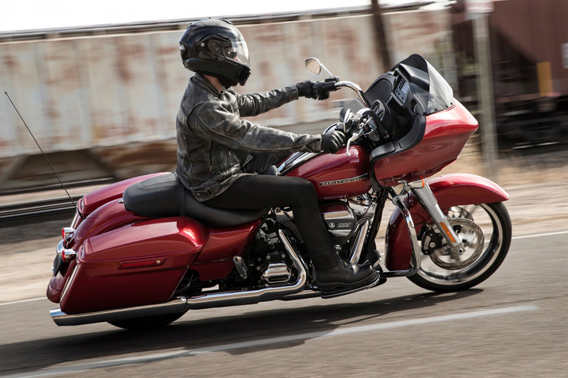 2019 Harley-Davidson Road Glide® in Waterloo, Iowa - Photo 2