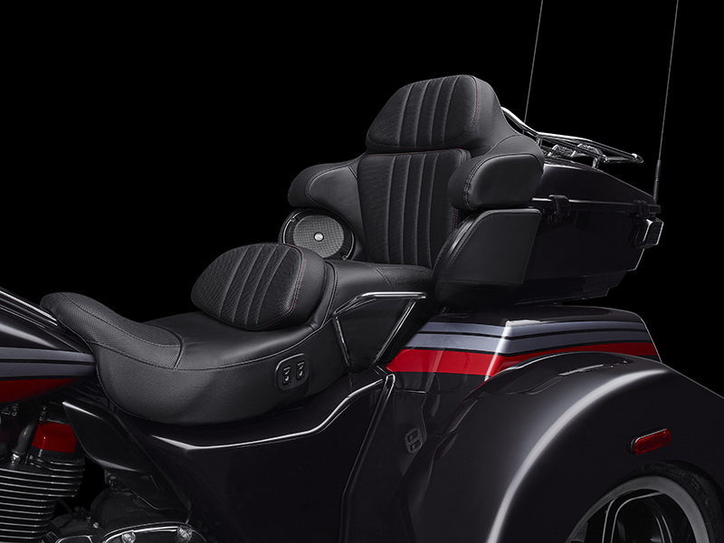 2020 Harley-Davidson CVO™ Tri Glide® in Flint, Michigan - Photo 9