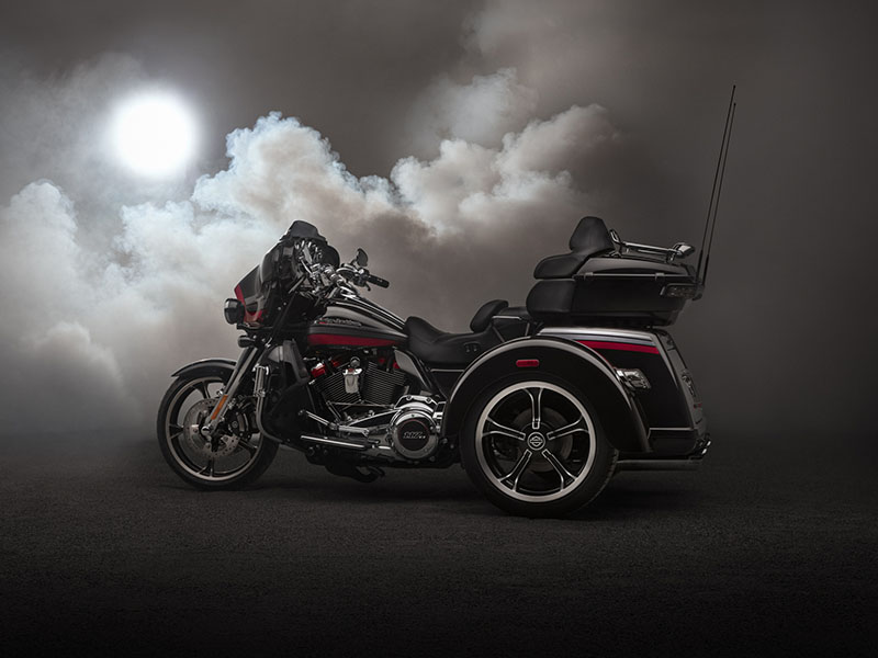 2020 Harley-Davidson CVO™ Tri Glide® in Flint, Michigan - Photo 12