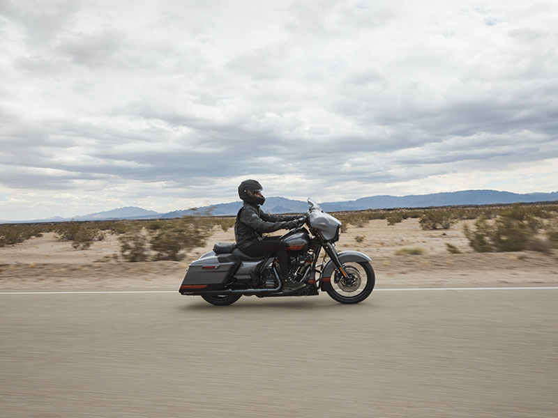2020 Harley-Davidson CVO™ Street Glide® in Dubuque, Iowa - Photo 15