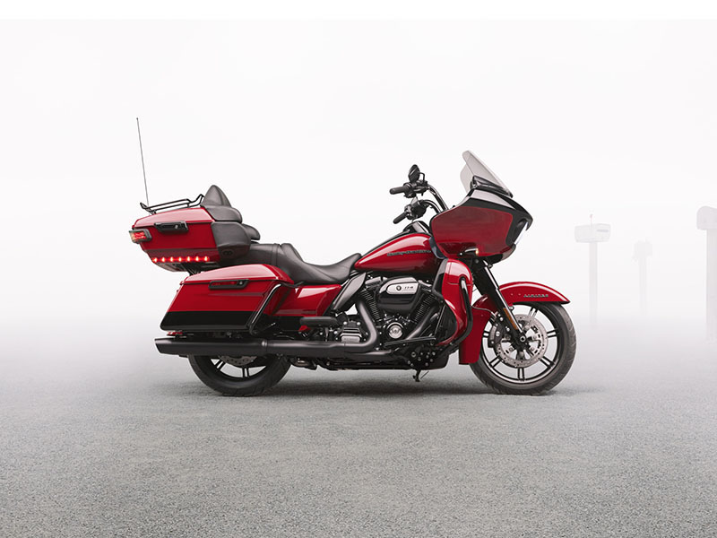 2020 Harley-Davidson Road Glide® Limited in Beaver Dam, Wisconsin - Photo 6
