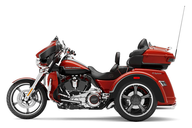 2021 Harley-Davidson CVO™ Tri Glide® in Faribault, Minnesota - Photo 2