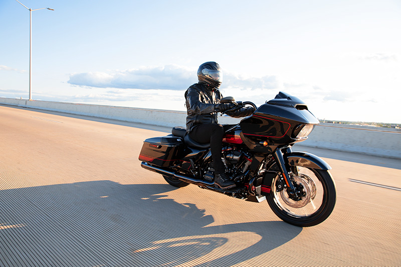2021 Harley-Davidson CVO™ Road Glide® in Chippewa Falls, Wisconsin - Photo 17