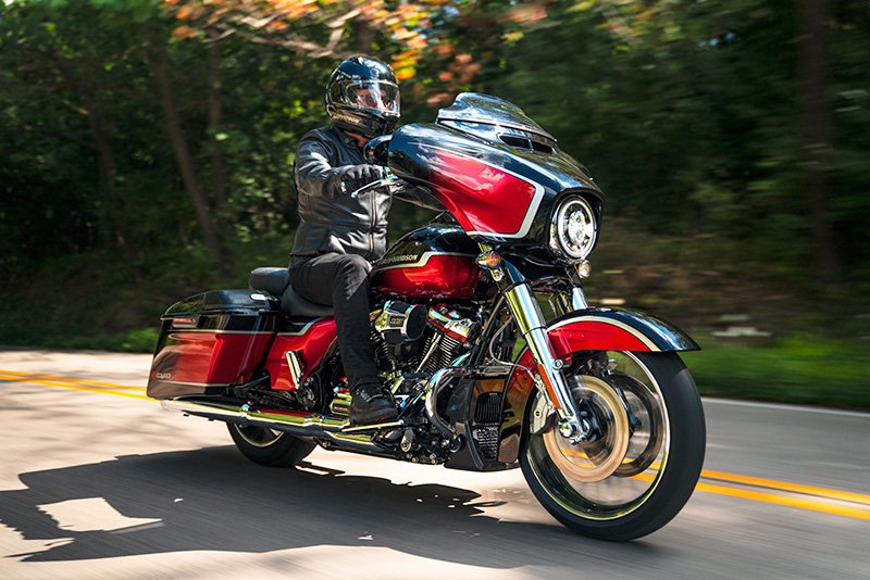 2021 Harley-Davidson CVO™ Street Glide® in Chippewa Falls, Wisconsin - Photo 9