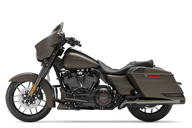 2021 Harley-Davidson CVO™ Street Glide® in Chippewa Falls, Wisconsin - Photo 2